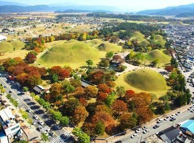 El parque de tumbas de Silla, Gyeongju, Corea del sur